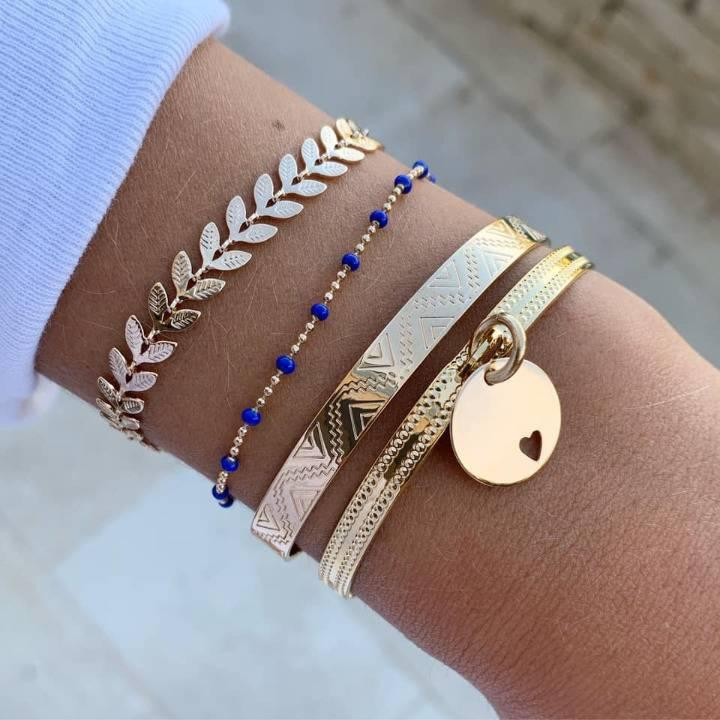 Lock bangle with little perforated heart on medal