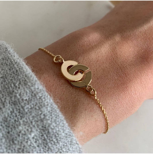 Chain bracelet with small handcuffs