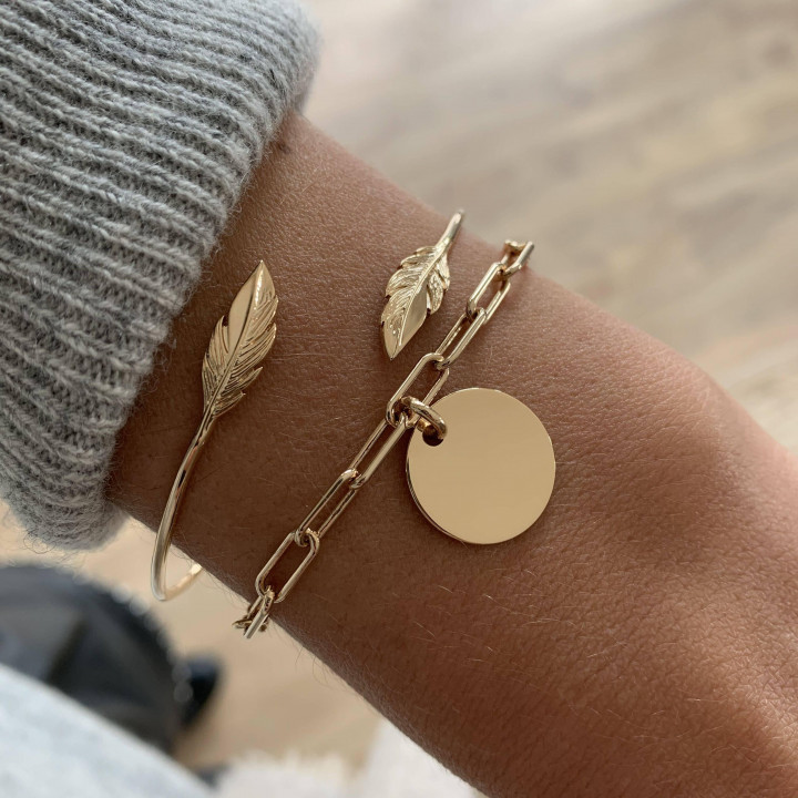 Gold-plated chain bracelet with large links & medal