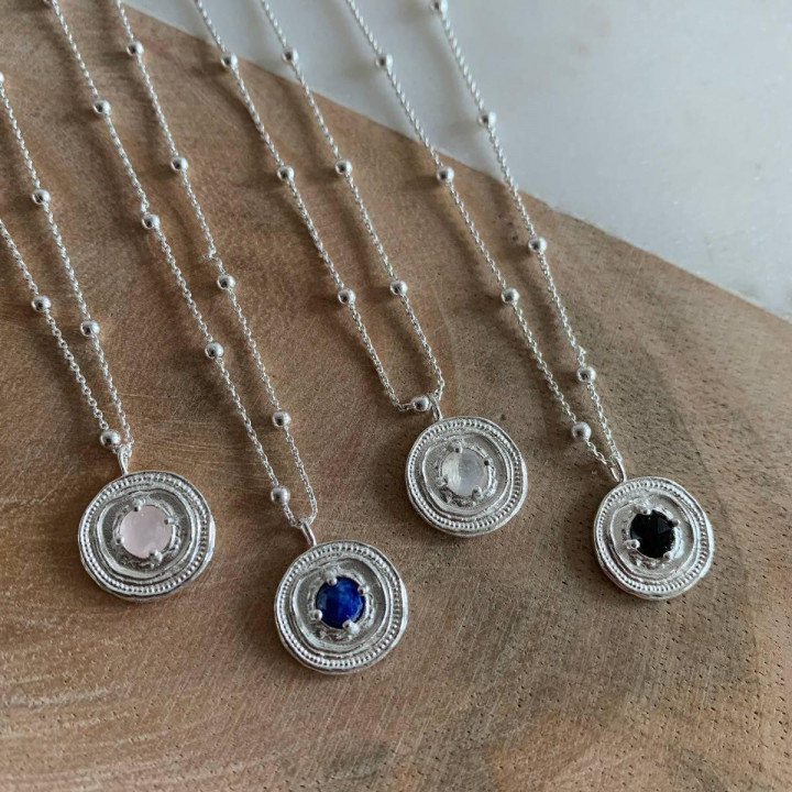 925 silver beaded chain necklace with onyx medal