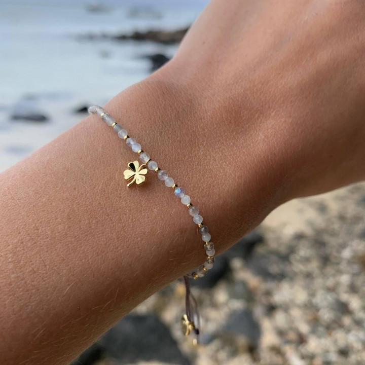 Gold-plated Tie bracelet with gemstones beads & clover