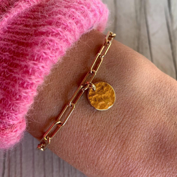 Gold-plated chain bracelet with large links & small hammered medal