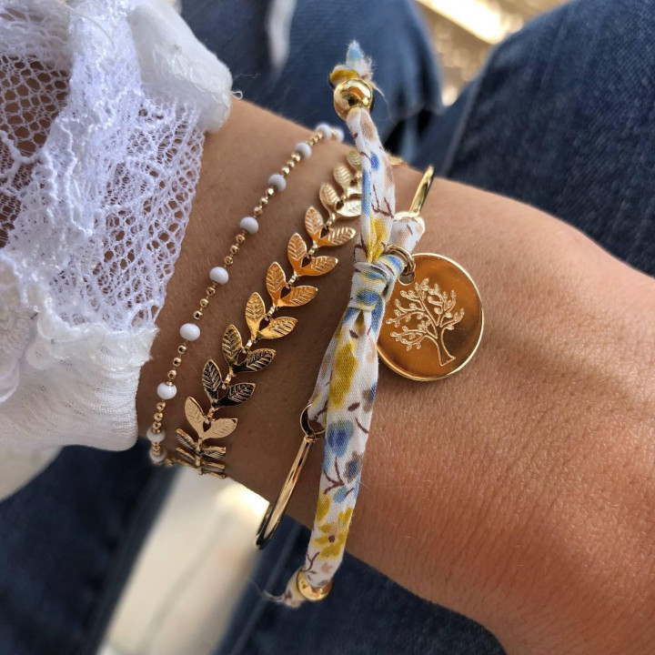 Gold-plated chain bracelet with white beads