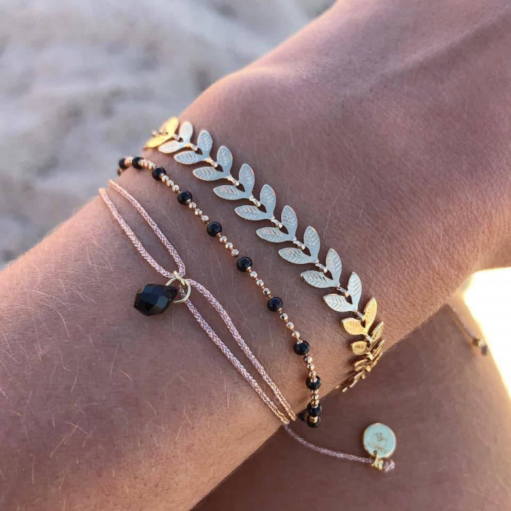 Gold-plated tie bracelet with onyx