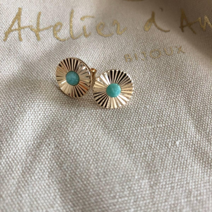 Gold-plated striated stud earrings with labradorite gemstone
