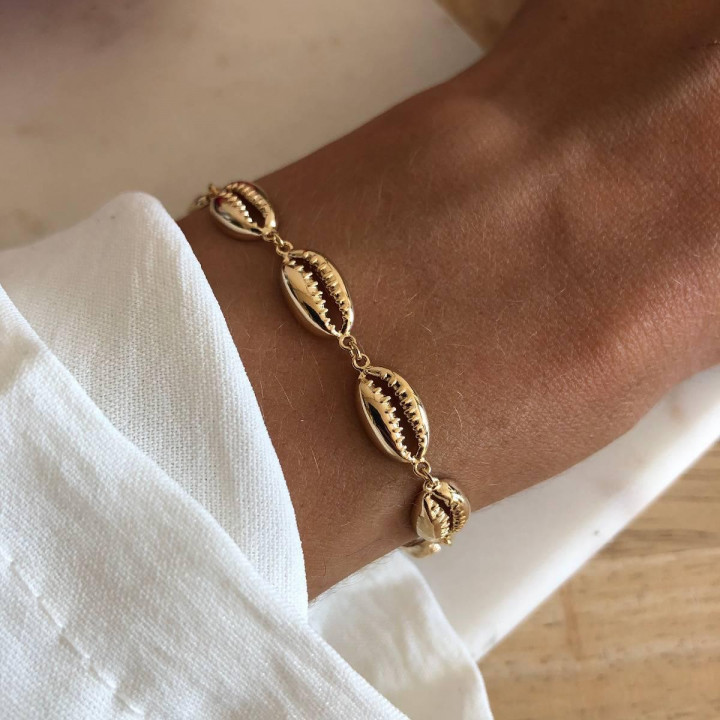 Gold-plated cowrie shells chain bracelet