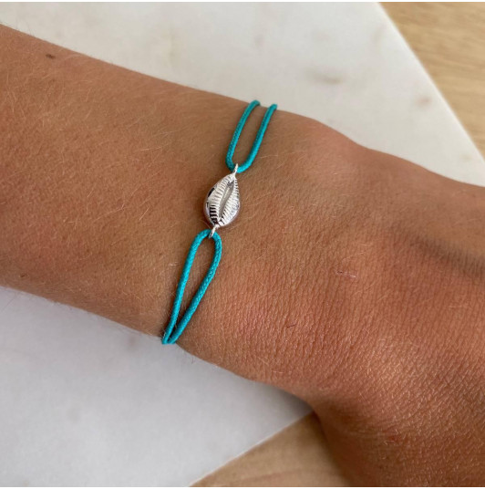 Tie bracelet with cowrie shell
