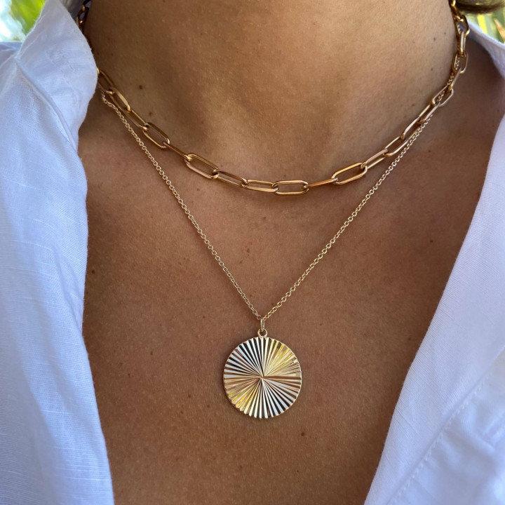 Gold-plated large striated medal chain necklace