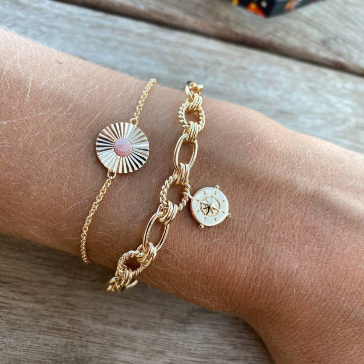 Gold-plated chain bracelet with twisted large links & wind rose medal