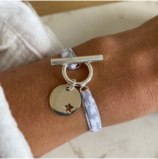 Liberty bracelet with T-toggle & small hollowed star medal