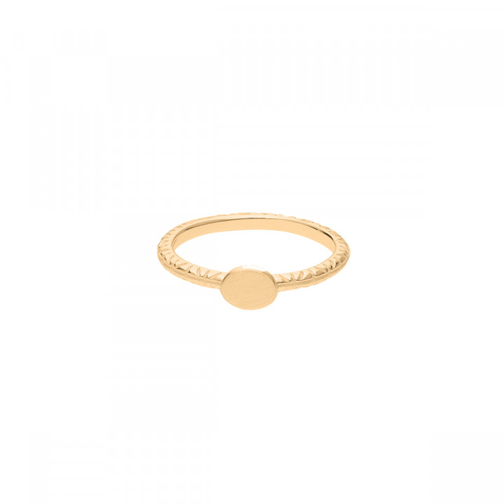 Gold-plated chiselled ring with medal