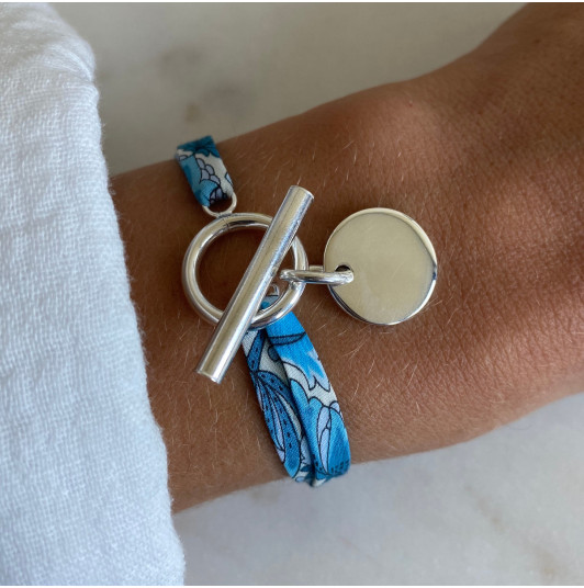 Liberty bracelet with T-toggle & medal