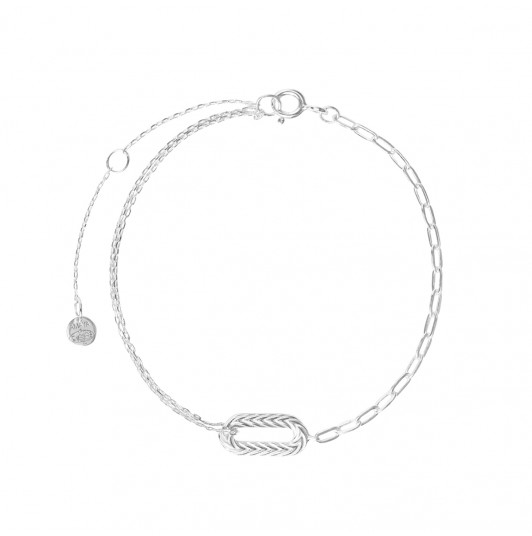 Large link bracelet with oval pendant
