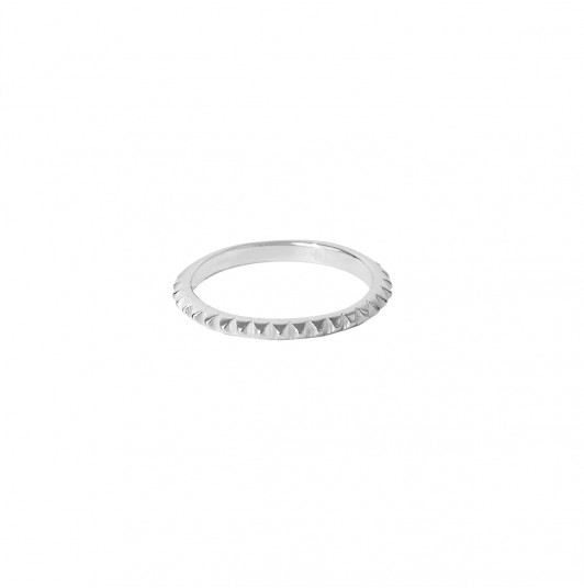 Serrated band ring