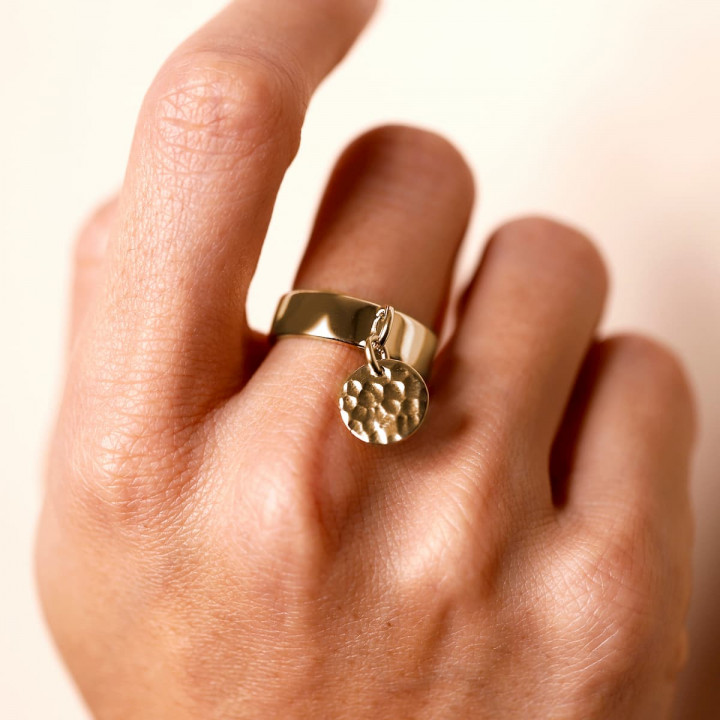 Gold-plated Band ring with hammered medal