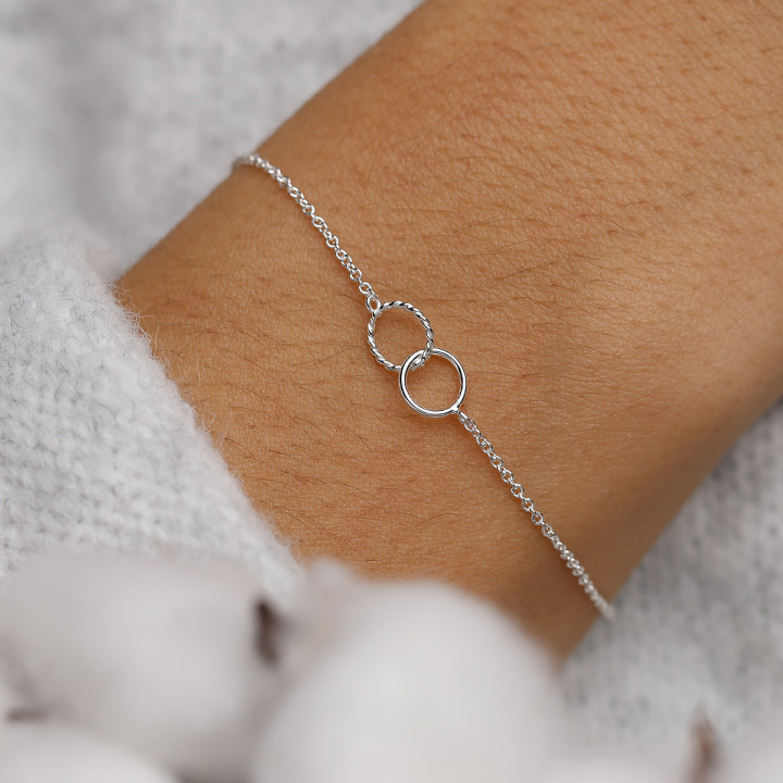 925 Silver chain bracelet with small striated interlaced rings