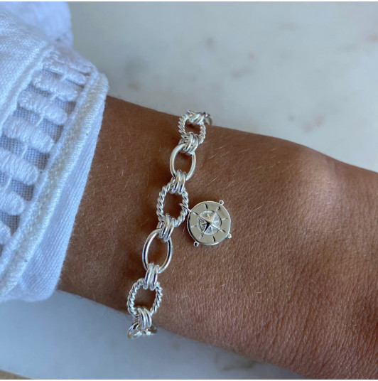Chain bracelet with twisted large links & wind rose medal