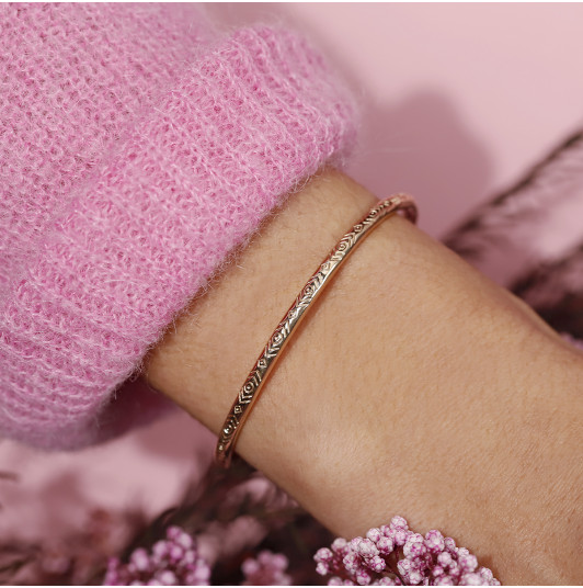 Open bangle bracelet with ethnic engravings
