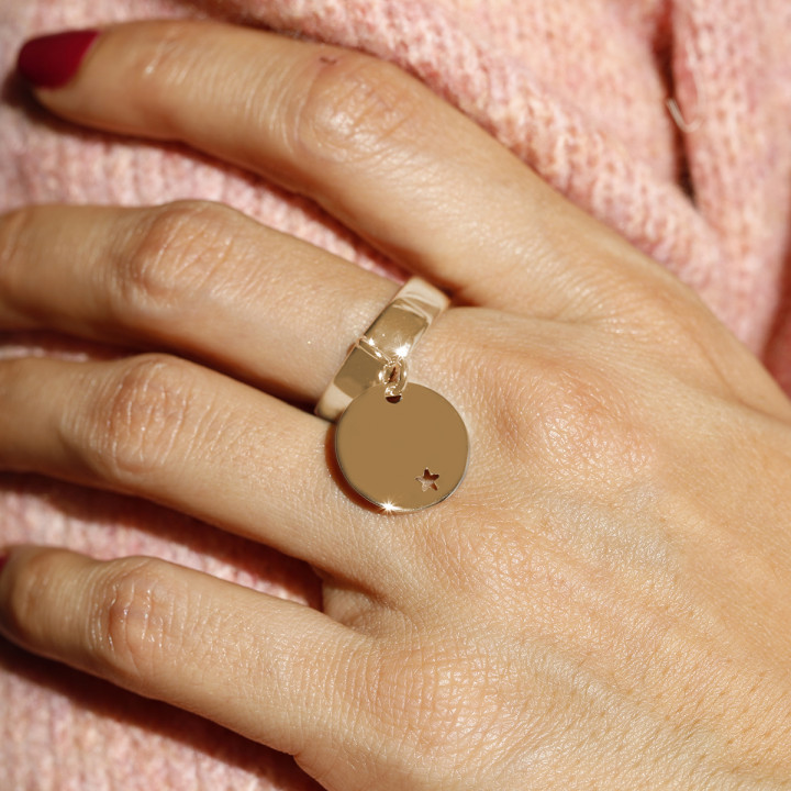 Gold-plated band ring with small hollowed star medal