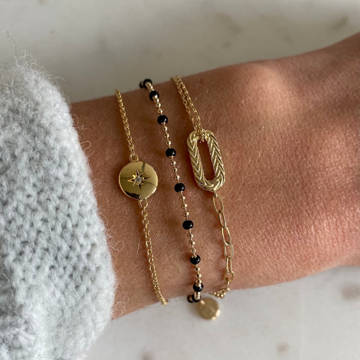 Gold-plated large link bracelet with oval pendant