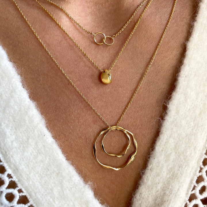 Gold-plated chain necklace with small striated & interlaced rings