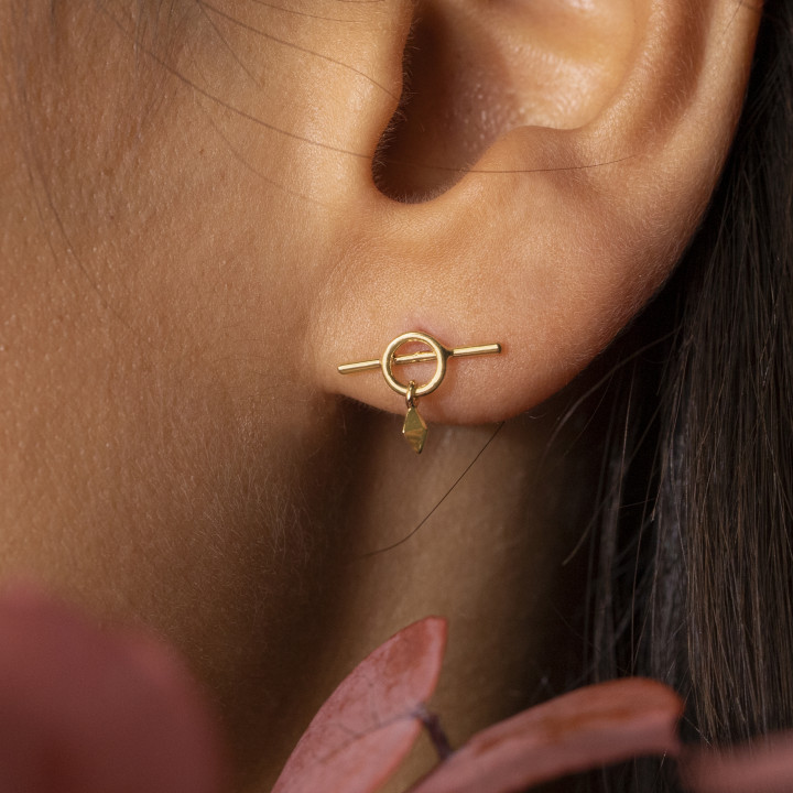 Gold-plated T toggle stud earrings with pendant