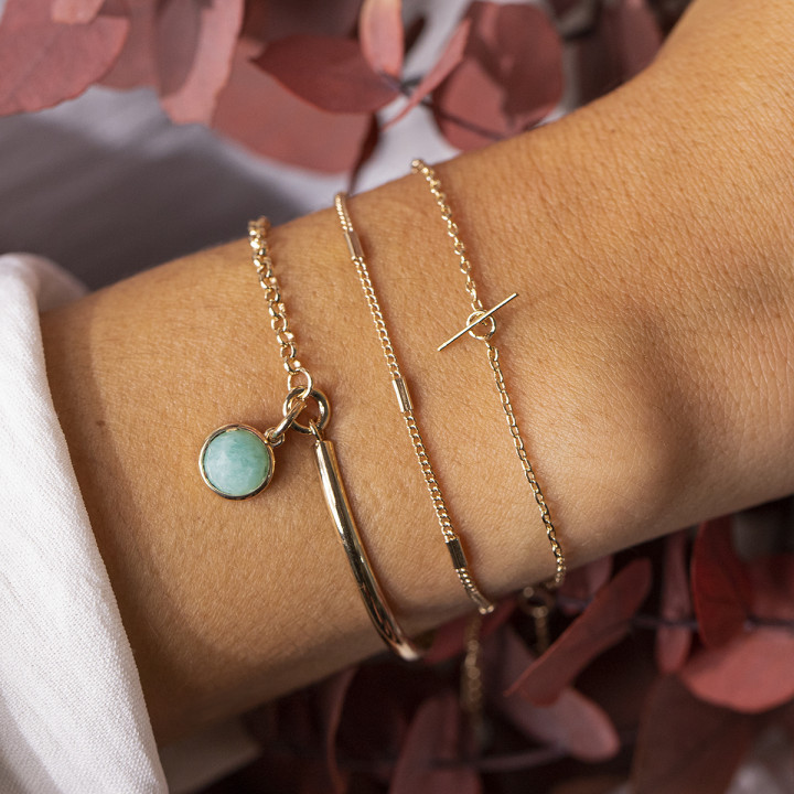 Gold-plated chain bracelet with small t toggle