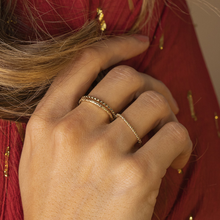 Gold-plated serrated band ring