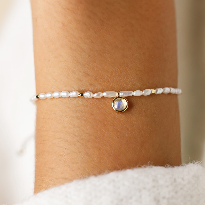 Gold-plated silky thread bracelet with nacre beads & Moonstone medal