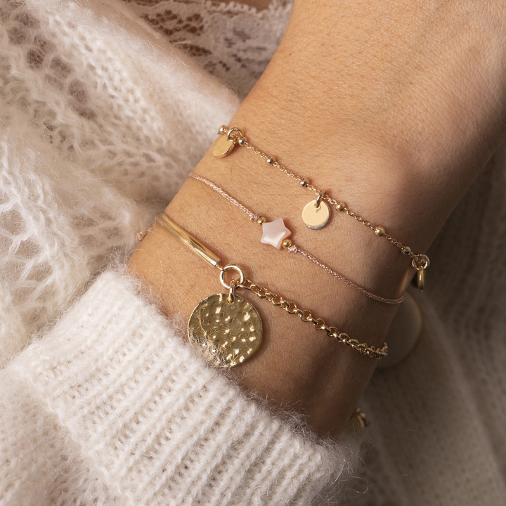 Gold-plated tie bracelet with hammered row