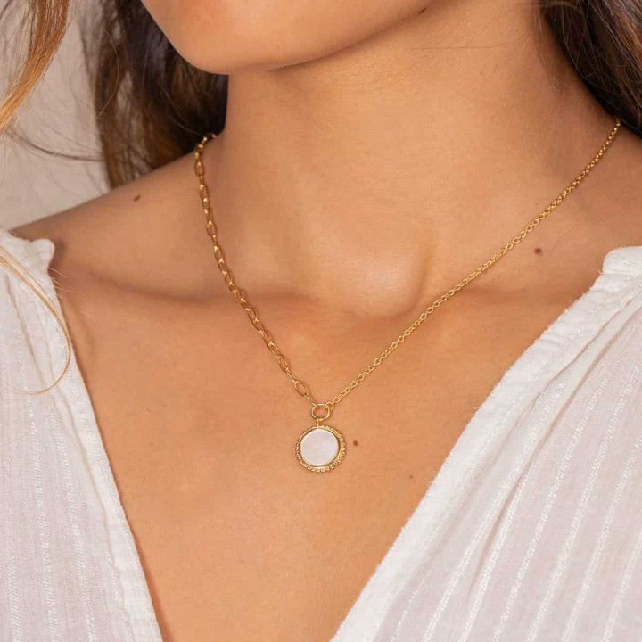 Gold-plated large link chain necklace with beaded Nacre medal