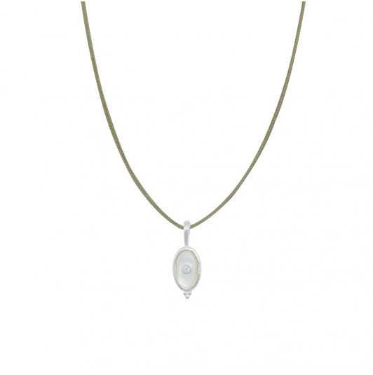 Tie necklace with beaded oval Nacre pendant