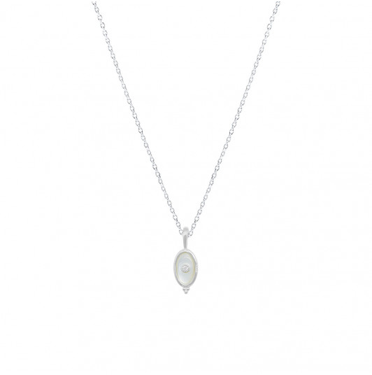 Chain necklace with beaded oval Nacre pendant