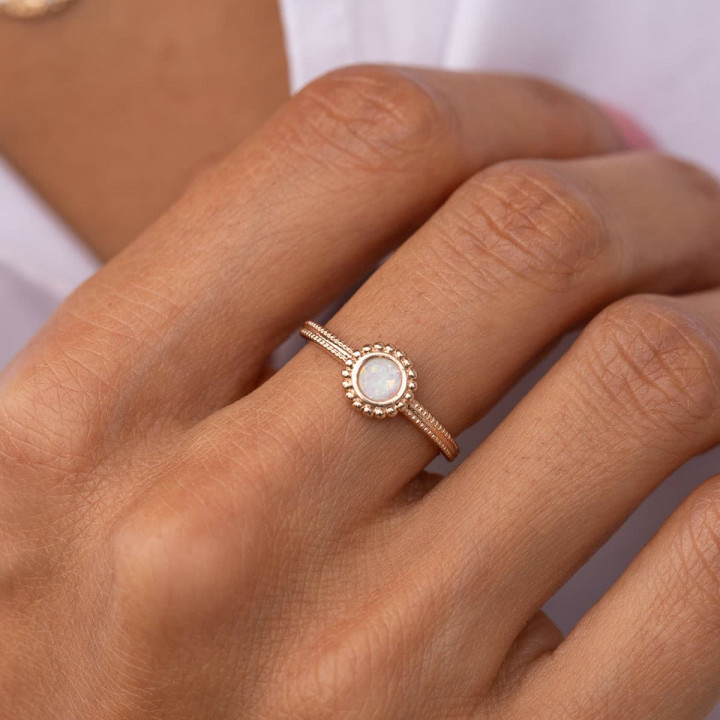 Gold-plated band ring with beaded white Opal medal