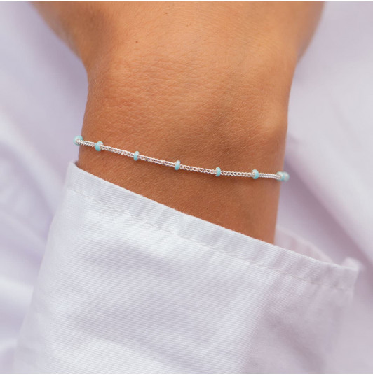 Chain bracelet with turquoise blue enamel beads