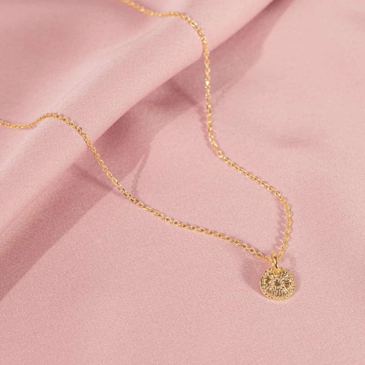 Gold-plated chain necklace with small flower medal