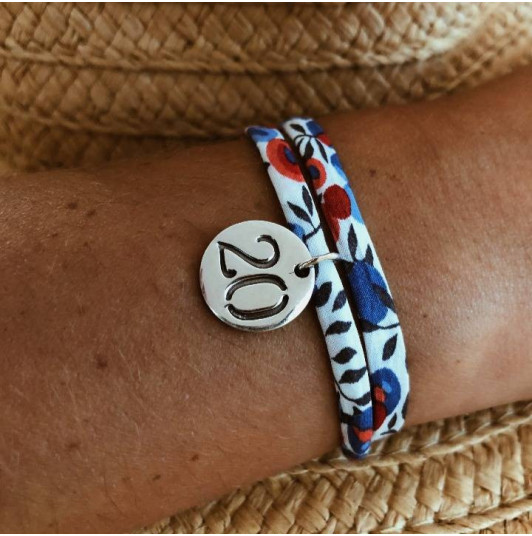 Liberty bracelet with engraved number medal
