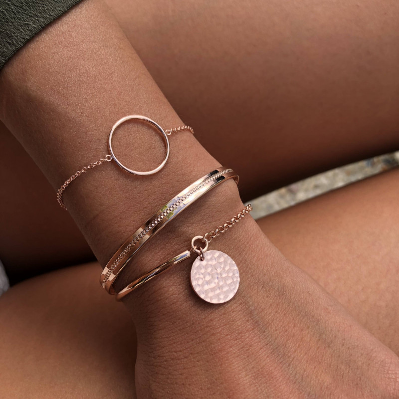 Centered dotted line rose gold-plated lock bangle