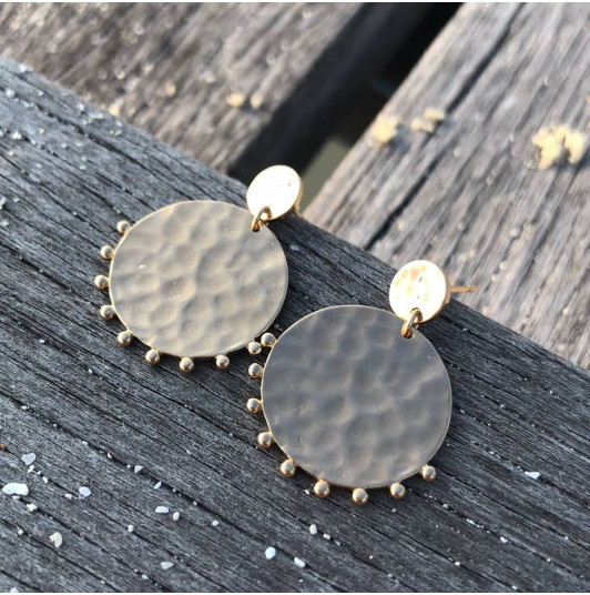 Hammered gold-plated comet earrings
