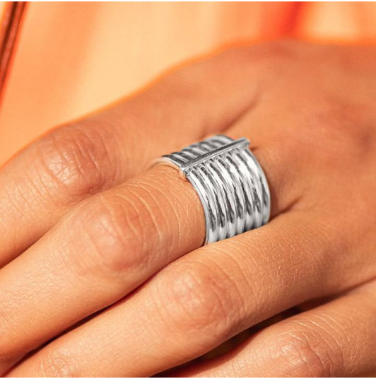 Seven band thick ring